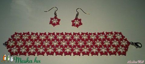 Piros  - Fehér kis virágos fűzött gyöngy karkötő és fülbevaló szett (AmbrusValeria) - Meska.hu