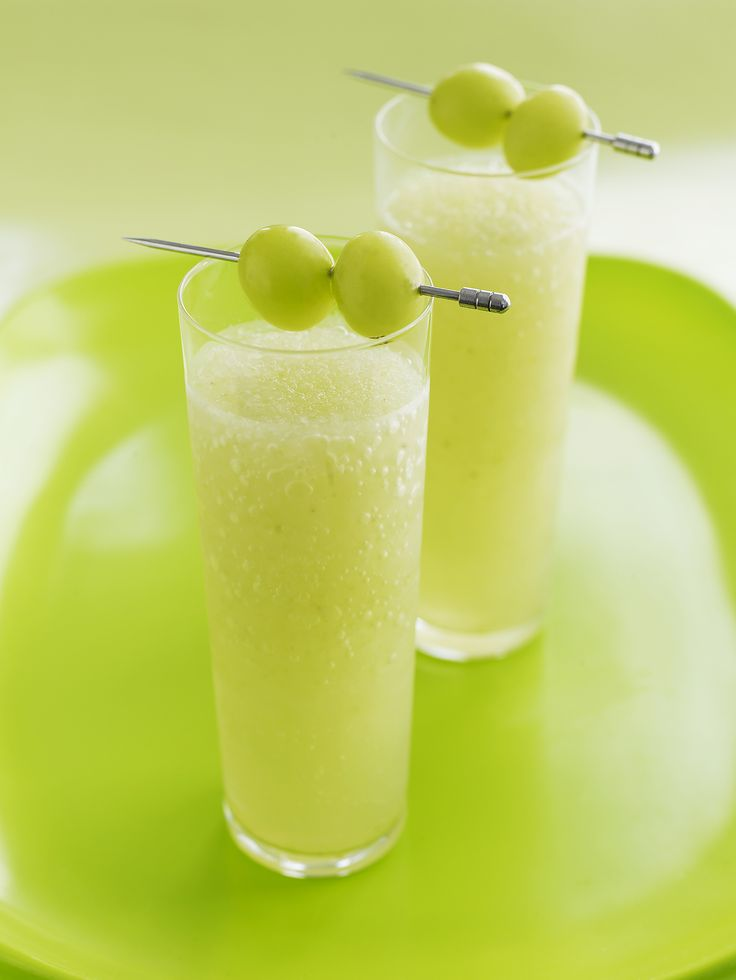 A smoothie that is easy and enjoyable for all, the Green Grape Glacier recipe is a great treat for the family.