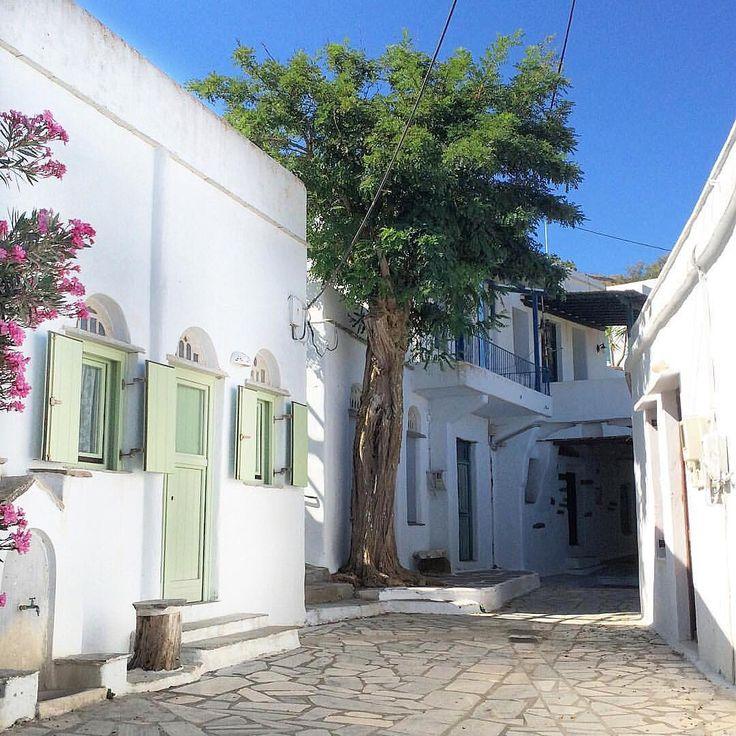 Tinos island (Τήνος). The picturesque village of Arnados !