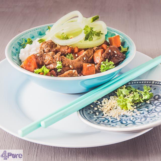 Slow cooker Mongools rundvlees  Mongools rundvlees, lekker mals met een zoete saus en groenten. Een populair recept bij de afhaal Chinees in Amerika. En nu uit de slowcooker!
