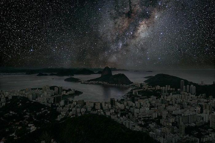 Tak wyglądałoby nocne niebo nad wielkimi miastami, gdyby nie zanieczyszczenie świetlne