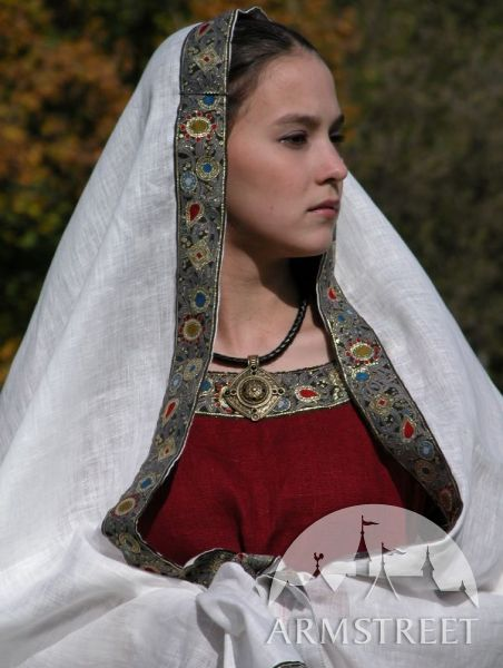 La robe franque médiévale avec la sous robe et le châle ArmStreet