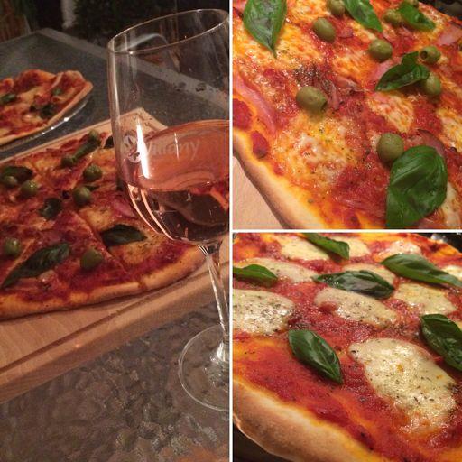 A recept ismét a férjem unokatestvérétől származik. Végtelenül egyszerű, annál is finomabb pizza tészta. Picit fejlesztettem rajta, nál...