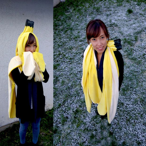 Get all cozy inside your favorite fruit with this adorable banana scarf.