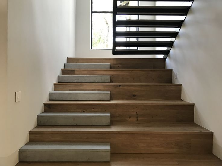 Wood, concrete and steel staircase in Sandton by Havwoods (European Oak)