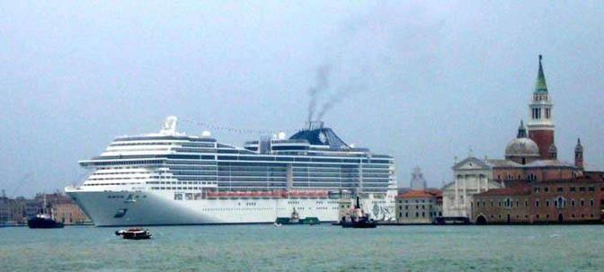 Lo smog delle grandi navi (AmbienteVenezia, Medicina Democratica, Gabriele Bortolozzo, Comitato NO Grandi Navi, Laguna Bene Comune)