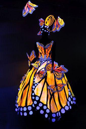 そう言えば、Monarch Butterflyの美しい模様をモチーフにしたドレスがいくつかあるので、ご紹介。上から: (1)Presented at the World of Wearable Art, Nelson, New Zealand (2)By Luly Yang (3)By Amariah Francis (写真2枚)…