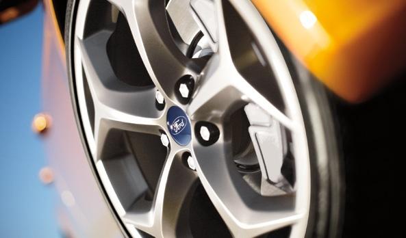 """Los rines de 18 pulgadas con diseño de arco en """"Y"""", exaltan la personalidad deportiva del Focus ST. #Ford #FocusST2013"""