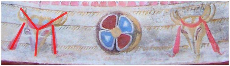 Acelaşi grup de simboluri IYI se identifică tot la Sveshtari, în frescele pictate pe cupola mormântului tumular