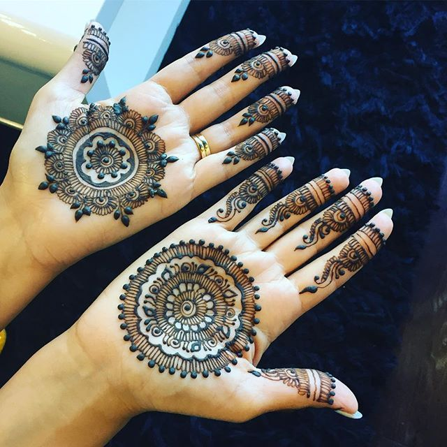 At Divine Threading, we bring you this delightful age-old tradition in all its authentic splendor. You can get henna applied on your palms, hands, arms, neck, back and feet or go for henna tattoos.