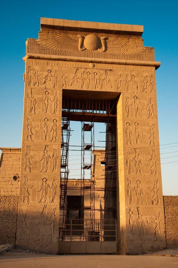 Luxor: Temple of Karnak - Größte Tempelanlage von Ägypten. Die noch sichtbaren Baureste des Tempels stammen aus der 12. Dynastie unter Sesostris I.