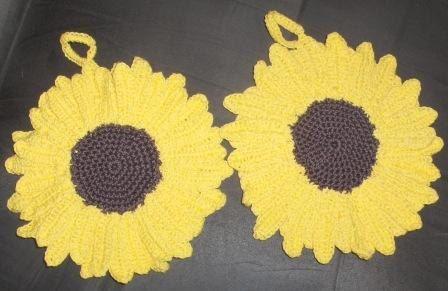 New handmade pot holders: sunflower crocheted pot holders, kitchen decor, crocheted sunflowers by Hildescrochetshop on Etsy