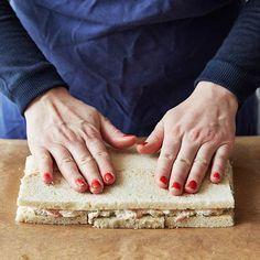 Smörgåstårta, en älskad klassiker som du enkelt gör själv. Vi visar hur du fixar den godaste och snyggaste smörgåstårtan.