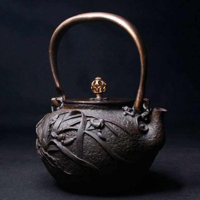 Orchid crab Japanese cast iron teapot