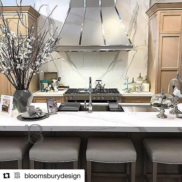 #Repost @bloomsburydesign of Trade Show Booth supplied by Marble Trend using #Neolith Estatuario E05  Reminiscing over last years beautiful kitchen display at the Interior Design Show with this stunning Pearl White Oak Finish! Are any of you planning on attending IDS 2018 next weekend? If so we have a few tricks up our sleeve so that you can make the most out of your Interior Design Show experience! Click the link in our bio to read them!