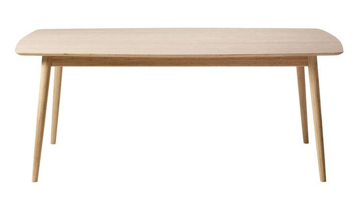 Cindy Spisebord - Smukt spisebord i carboniseret naturfarvet bambus. Spisebordet er rektangulært med et rundet snit og designet er organisk og vil falde flot ind i den nordiske indretningsstil. Bambus er et bæredygtigt materiale og lige så hårdt som egetræ, hvilket gør det ideelt til møbelproduktion.