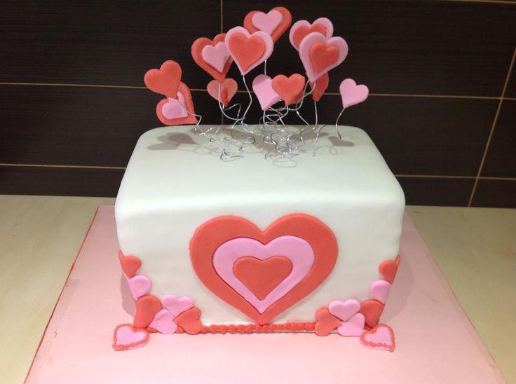 Torta San Valentino in pasta di zucchero totalmente commestibile.