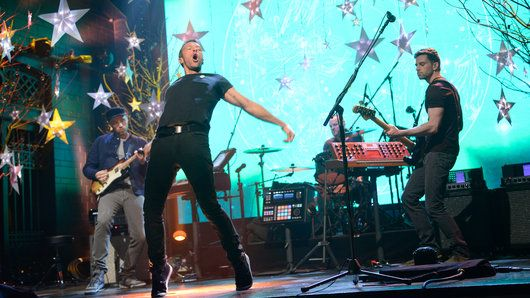 """Musical guest Coldplay performs """"A Sky Full of Stars"""" on Saturday Night Live."""