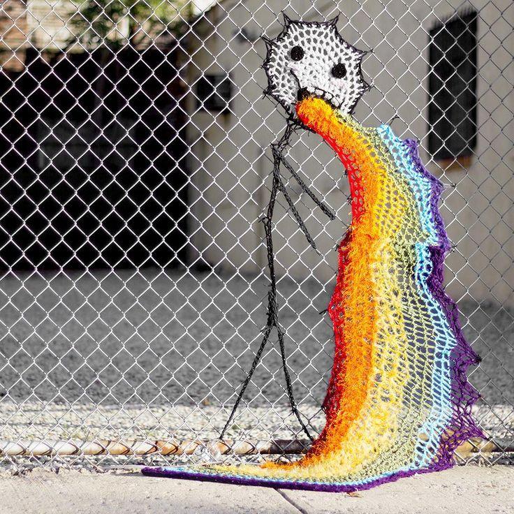 Sanatlı Bi Blog Örgü İplikleriyle Yapılan 14 Sevimli Sokak Sanatı Örneği: London Kaye Crochet 6