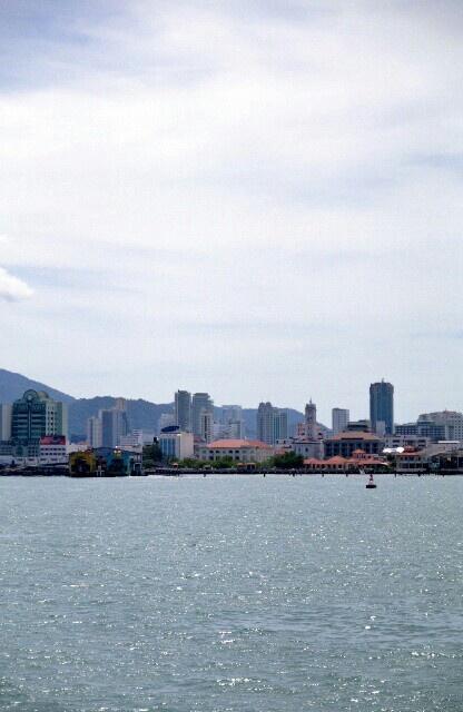 ご機嫌いかがですか?いまわたしはマレーシアのペナン島におります。マレー本島からフェリーで10分の島。華僑が多く、美食の宝庫らしい。すごくいいよここ。
