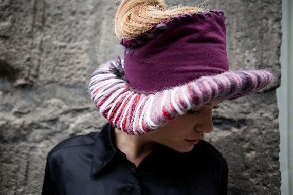 Caldo cappello in lana e pile a falda larga di vquadroitaly