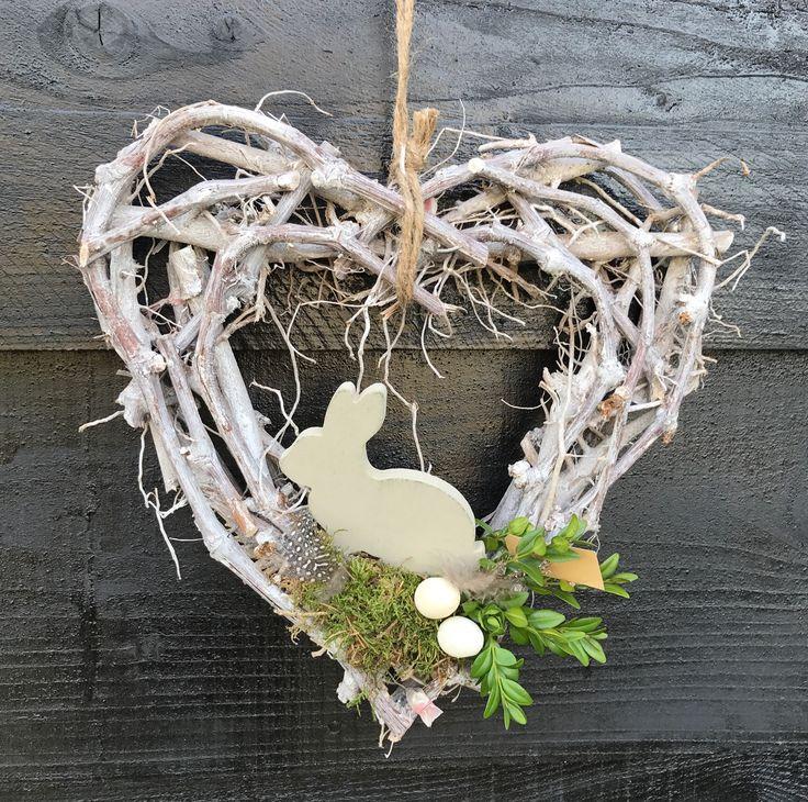 Greywash hart subtiel opgemaakt met voorjaarsmateriaal 10 euro verkrijgbaar op CreAnoeska.nl