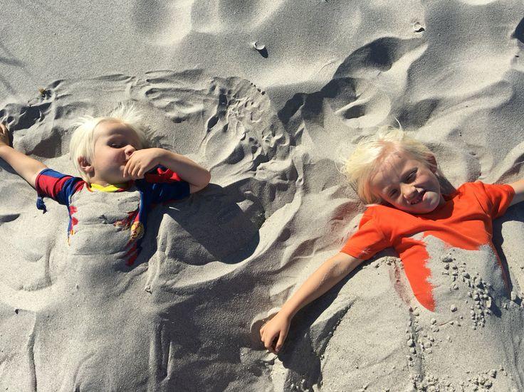 Stranden begravet i sand