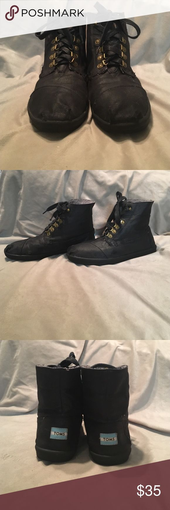 TOMS Boots Black TOMS boots. In great condition! There is some very slight wear on the material on the sides but not very noticeable. Otherwise in great shape! TOMS Shoes Boots