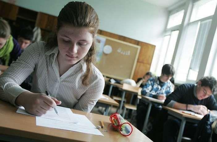 Η εγκύκλιος για τις Πανελλήνιες 2017 - Ενημέρωση μαθητών για τις πανελλαδικές εξετάσεις ΓΕΛ 2017 σχετικά με τα εξεταζόμενα μαθήματα σε πανελλαδικό επίπεδο   Ενημέρωση από το Υπουργείο Παιδείας τωνμαθητών της τελευταίας τάξης ΓΕΛ σχολικού έτους 2016-2017 και των αποφοίτων  υποψηφίων για τις πανελλαδικές εξετάσεις ΓΕΛ 2017 σχετικά με τα εξεταζόμενα μαθήματα σε πανελλαδικό επίπεδο.  Σύμφωνα με τις διατάξεις του αρ. 3 του Ν. 4327/2015 (ΦΕΚ 50 Α/14-05-2015)οι μαθητές της Γ' τάξης Ημερήσιου και Δ'…