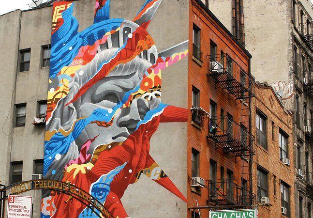 Inspirado nos quadrinhos, na ficção científica e na cultura do skate, o artista Tristan Eatoncria grafites em muros e painéis não só para tornar as cidades mais bonitas, por livre escolha, mas também a pedido de grandes marcas, como Nike, Disney e Versace. Aos 36 anos, o artista de rua começou grafitando outdoors e placas e passou cerca de 10 anos no comando criativo do estúdio Thunderdog, que pensa e faz designs para alguns dos grandes clientes já citados. Veja os detalhes sobre alguns de…