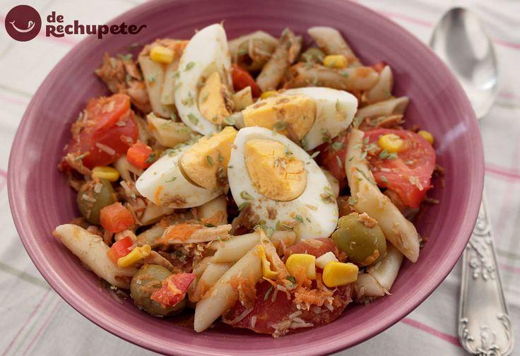 Cuando llega el calor, en casa esta receta se convierte en fijo en el menú semanal. Ensalada de pasta http://www.recetasderechupete.com/ensalada-de-pasta/10229/