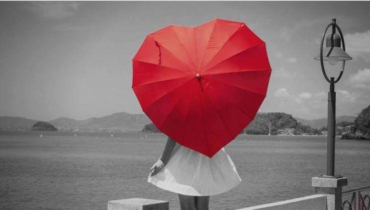 """""""Odio la gente che odia la pioggia e il vento, e guarda il cielo solo la notte di San Lorenzo.""""  (J-ax)"""