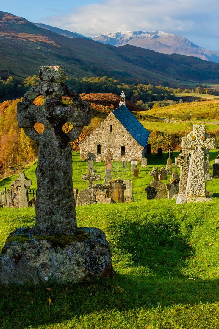 Cille Choirill antiguo de la iglesia y un cementerio en las tierras altas de…