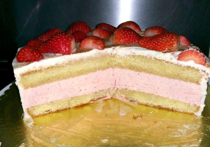 Leckere Erdbeertorte mit Erdbeerbuttercreme