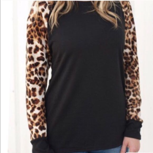 Long sleeve Leopard Blouse. ❌Do Not Buy This Listing.❌ ✅Tag me with your size & I will make a listing for you✅ Material is Polyester Measurements ➡️Medium Bust 34.65 Length 25.59 Sleeve Length 25.59 ➡️Large Bust 36.22 Length 25.98 Sleeve Length 25.98 ➡️X-Large Bust 37.80 Length 26.38 Sleeve Boutique Tops Blouses