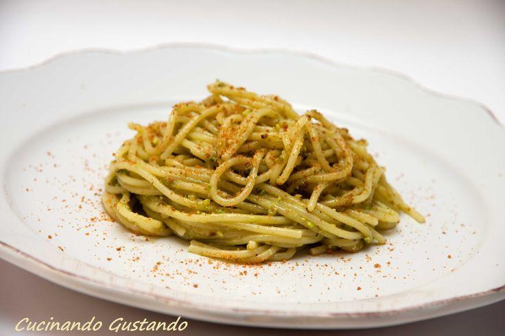 Pasta pesto di pistacchio e bottarga