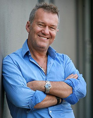 Jimmy Barnes (1956) is a scottish-born Australian rock singer-songwriter. Lead vocalist of rock band Cold Chisel. FACEBOOK 27K; TWITTER 30K (*source unknown)