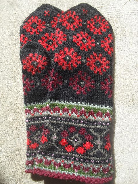 Ravelry: Bumbucis' Latvian/Estonian mittens 2 in 1, improvised