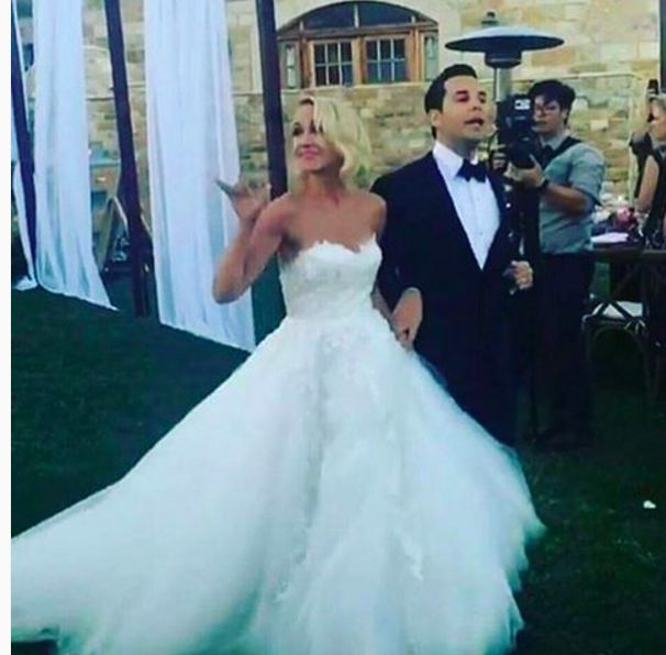 Pitch Perfect Stars Anna Camp And Skylar Astin Got Married It Looked Aca Awesome