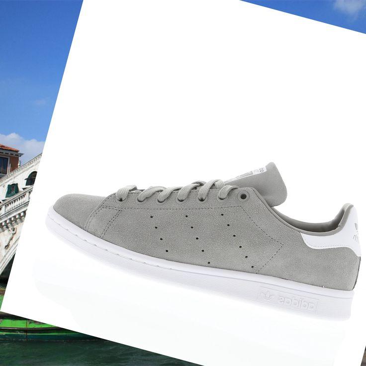 pretty nice b68ee 20b32 ... scarpe funzionante per uomo adidas stan smith in pelle scamosciata di  colore grigio bianco ...