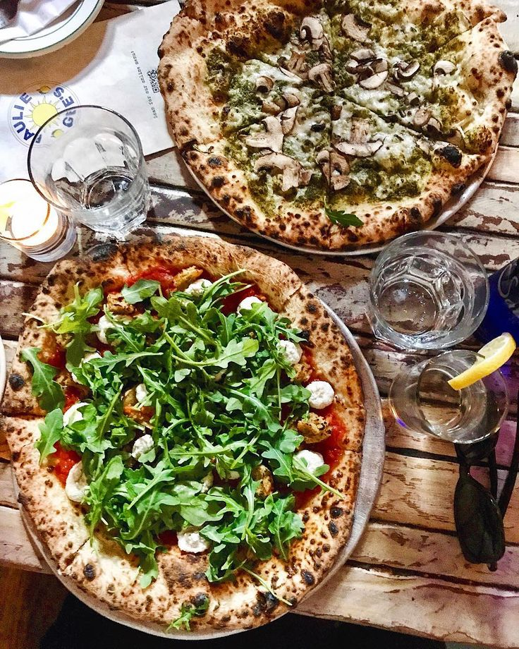 #FBF to earlier this week when @rollercoastervegan and I went on a mini Tour de Pizza, starting with @pauliegee123 in Greenpoint. 😍 Pictured here is the In Ricotta da Vegan, and the Chop't 'til you Drop.🍕 Unf, so good! #vegan #pizza #pauliegees #newyork