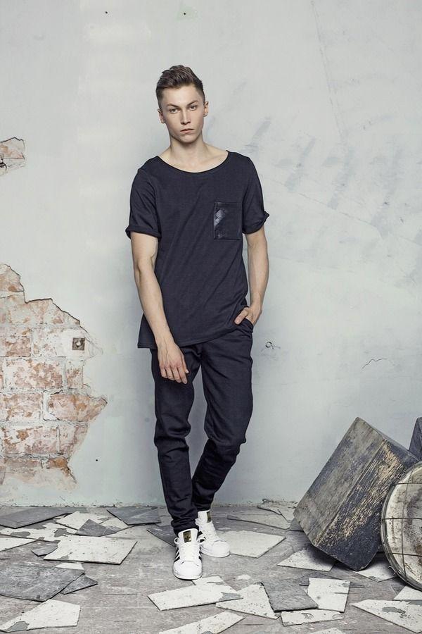 T-shirt męski T-SHIRT czarny/czarna kieszeń , od projektanta DZKY. by maciek sieradzky. | Mustache.pl