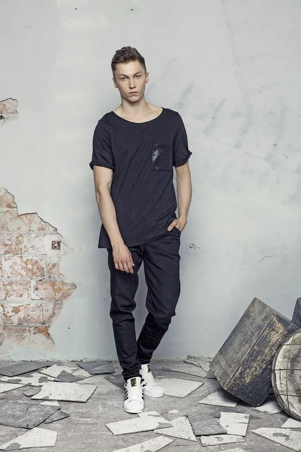 T-shirt męski T-SHIRT czarny/czarna kieszeń , od projektanta DZKY. by maciek sieradzky.   Mustache.pl