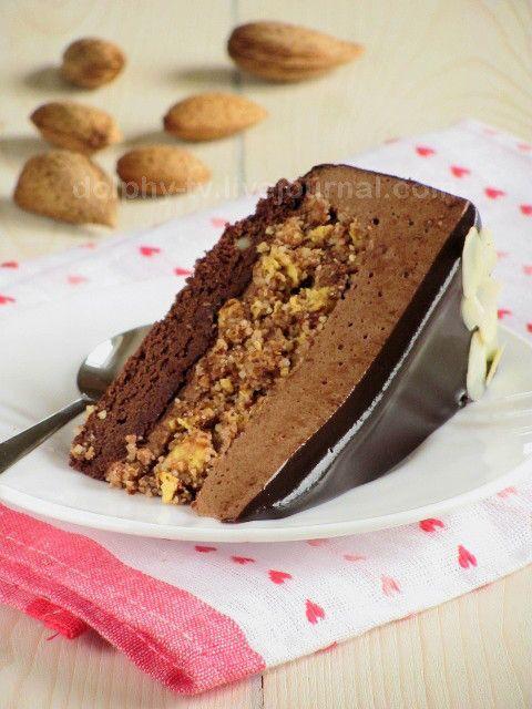 Уже не помню, какими путями пришла однажды к этому торту , но онменявпечатлил и очень захотелось попробовать.За идею автору спасибо! Здесь напишу, как делала этот торт я, потому что достаточно много изменила. Итак, торт состоит извосхитительной шоколадной основы, похожей на…