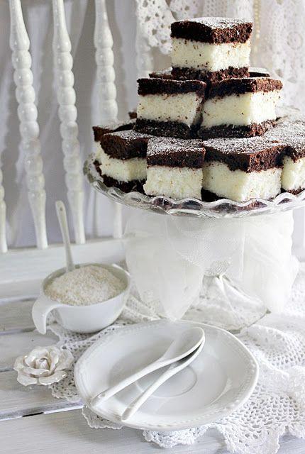 A kókuszos sütikből sosem elég, legalábbis itthon nálunk. Nagyon szeretik, főleg ha nem vajas-krémes. Pont...