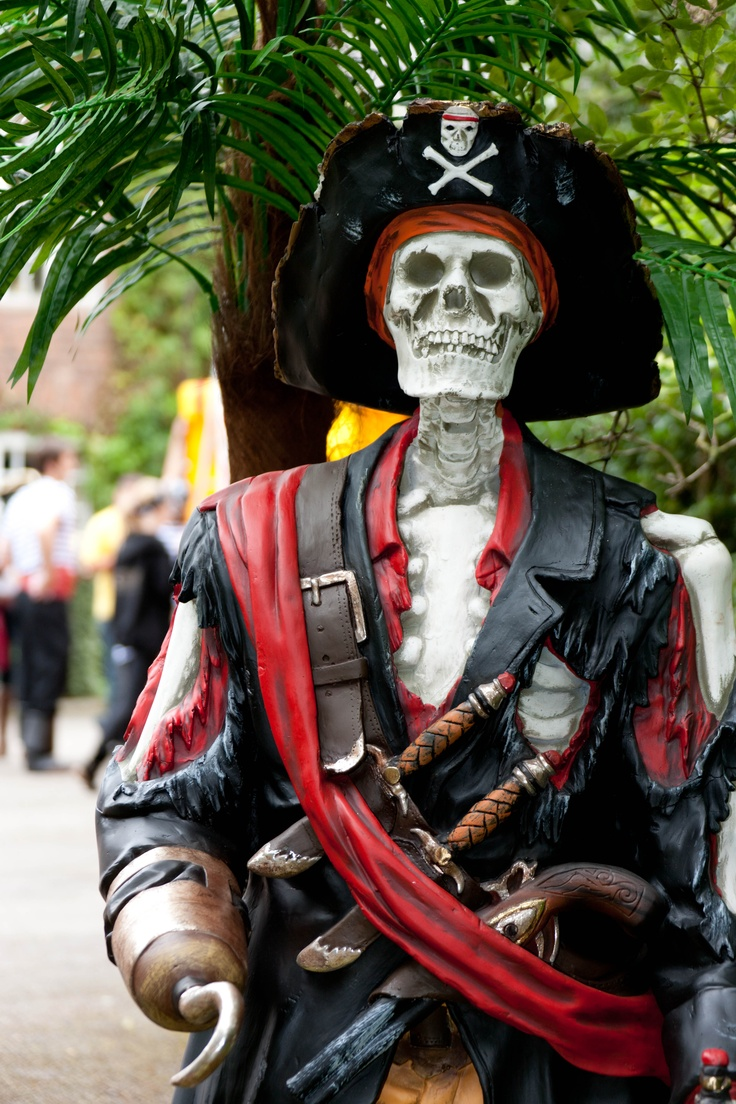 skeleton pirate prop - Pirate Halloween Decorations