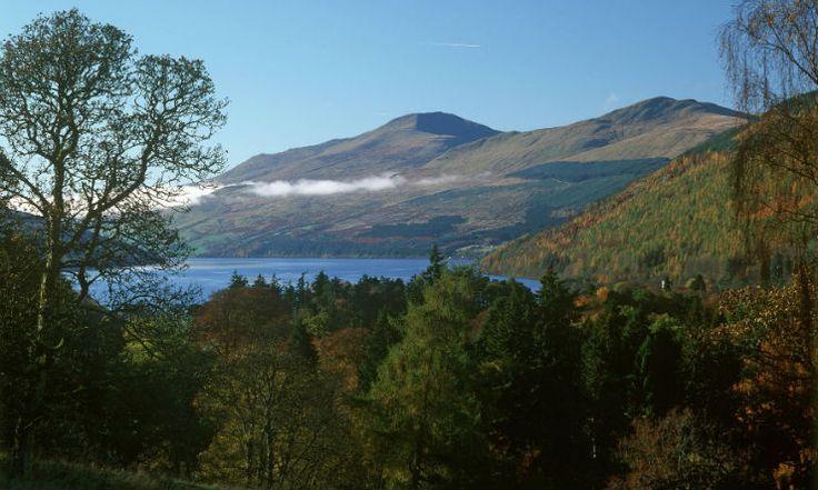 Vue spectaculaire sur le Loch Tay et Ben Lawers, une montagne dans la région du Perthshire