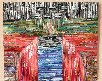 Dies ist eine Collage aus gewalzten Papier auf Leinwand. Das Papier ist Ausschnitte von Kunstzeitschriften.  Ich ruf nannte es Upcycling oder grün-Kunst. Die Arbeit misst 11 X 14 ungerahmt. Die Arbeit hat einen schwarzen Rahmen.  * Arbeit wird nicht im Foto umrahmt.    Arbeit ist für den Versand mit Versicherung verpackt.