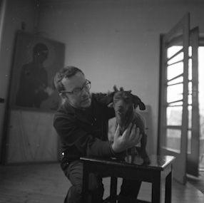 Muzeum Sztuki Nowoczesnej w Warszawie jest państwową instytucją kultury założoną w 2005 roku, z siedzibą przy ul. Pańskiej 3. Muzeum zaprasza na wystawy prac współczesnych polskich i zagranicznych artystów, na bogaty program wykładów, pokazów filmowych i warsztatów dla dzieci i młodzieży.