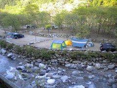 神奈川県山北町の白石オートキャンプ場  暑い時には大人も子どももとにかく水遊び 神奈川県の白石オートキャンプ場ならキャンプ場群の最上流域なので とにかく水が綺麗なんです  渓流で泳いだり釣りを楽しんだり川遊びを楽しんで涼をとりましょう  tags[神奈川県]